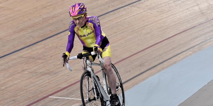 cyclisme-a-105-ans-robert-marchand-etablit-un-record-de-l-heure-a-velo-squashed